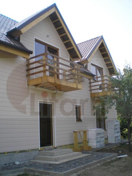 Case din lemn Valenii de Munte, Romania